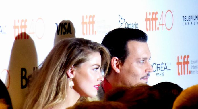 Amber Heard divorteaza de Johnny Depp