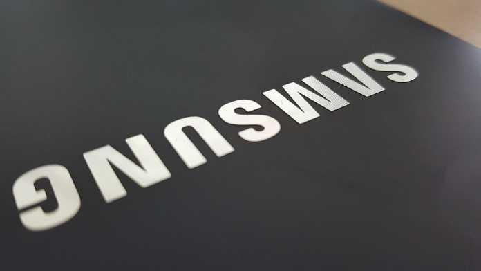 Telefonul Samsung cu ecran pliabil