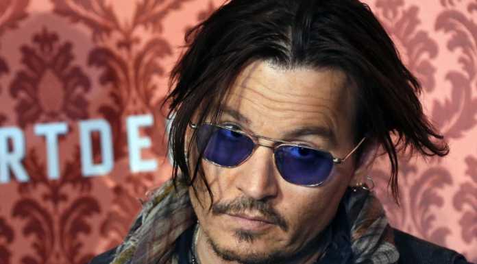 Johnny Depp: 'toate caracterele mele sint gay'