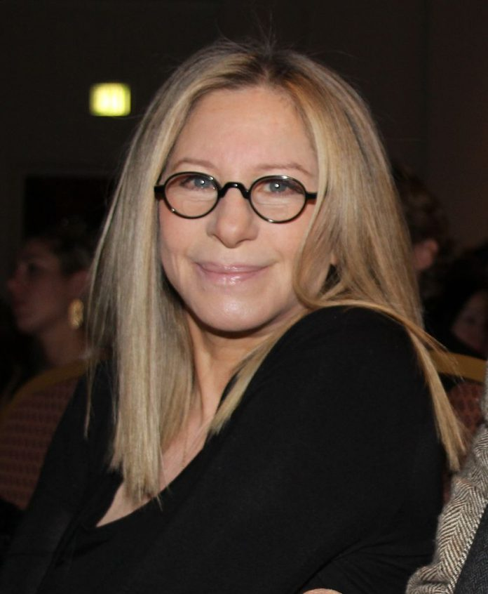 Barbra Streisand modifica Siri